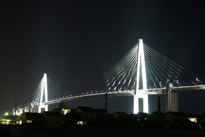 新湊大橋の夜景