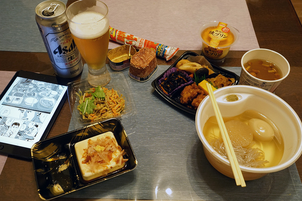 東京都内某所の深夜のコンビニ・フーズ