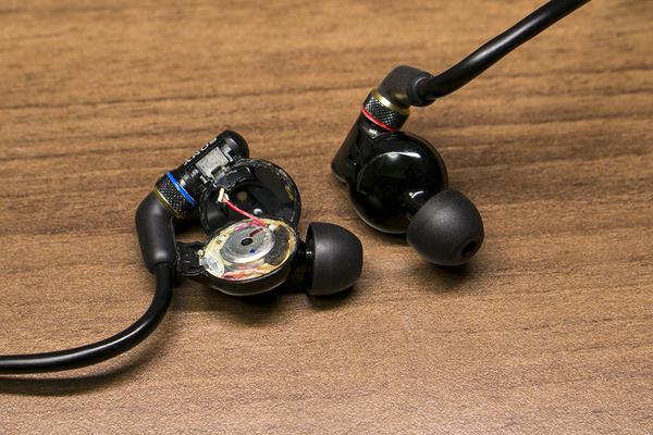 MDR-EX800ST