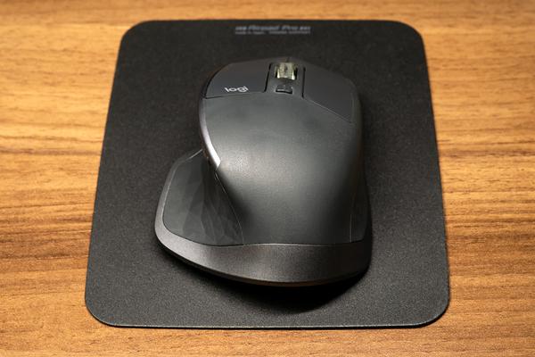 617fe1db23 ですが、マウスパッド表面の微妙な凹凸がセンサの読み取り性能を助けるのか、MX MASTER 2S であればデフォルト設定でも 1 ストロークで  WUXGA の画面の端から端まで ...