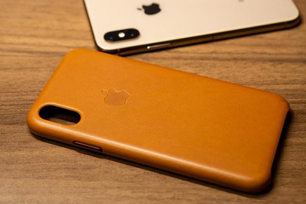 iPhone XS レザーケース