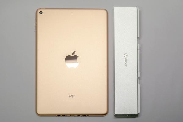 0f4f17dae8 長さは iPad mini の縦方向の長さとほぼ同じ。公式に「Pencil Box」の愛称がついているとおり、確かにペンケース的なサイズ感です。